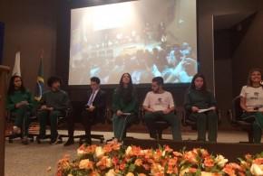 Jovens do Projeto Ser Social participam de palestra sobre a importância das eleições para consolidação da democracia